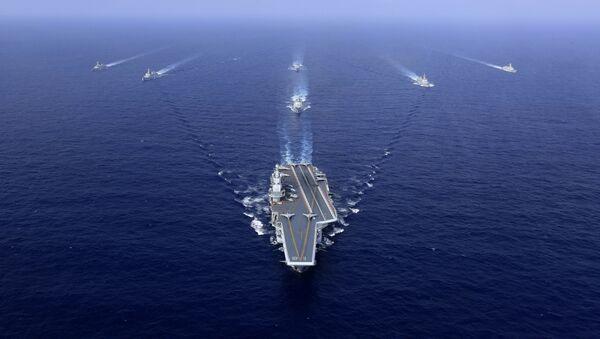 Un grupo naval chino, encabezado por el portaviones Liaoning (archivo) - Sputnik Mundo