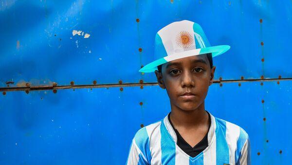 Niño bangladesí seguidor de la selección argentina - Sputnik Mundo