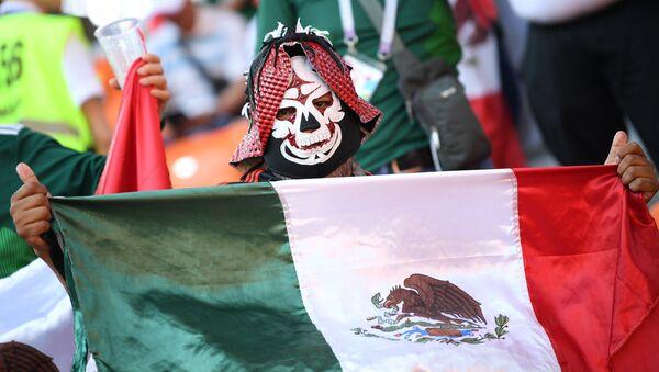 Un hincha mexicano en Rusia, ya listo para el carnaval del Dia de los Muertos - Sputnik Mundo