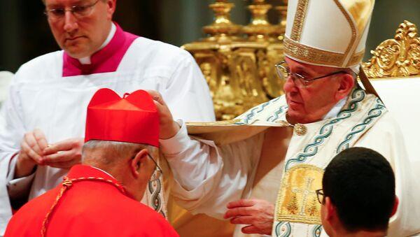 El papa Francisco nombrando al arzobispo peruano Pedro Barreto como cardenal - Sputnik Mundo