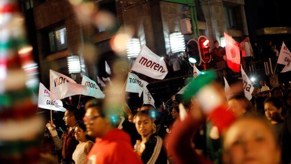 Partidarios de Andrés Manuel López Obrador, el presidente electo de México - Sputnik Mundo