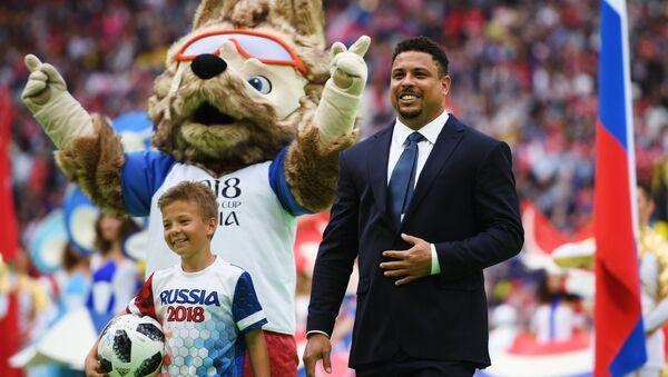 Ronaldo Nazario, futbolista brasileño, en la ceremonia inaugural del Mundial de Rusia - Sputnik Mundo