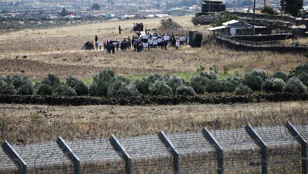 Refugiados sirios en la frontera con Israel - Sputnik Mundo