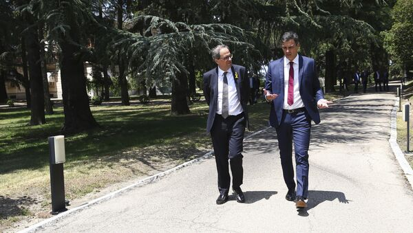 El presidente de la Generalitat, Quim Torra, y el presidente del Gobierno español, Pedro Sánchez - Sputnik Mundo