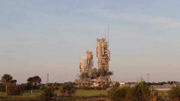La demolición de las torres de lanzamiento en Cabo Cañaveral - Sputnik Mundo