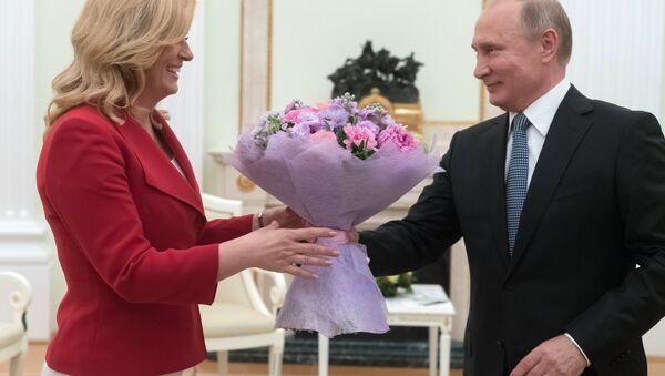 El presidente de Rusia, Vladímir Putin, y la presidenta de Croacia, Kolinda Grabar-Kitarovic - Sputnik Mundo