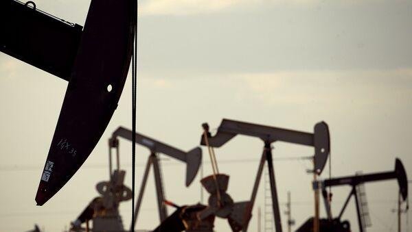 Instalaciones para extraer petróleo en EEUU - Sputnik Mundo
