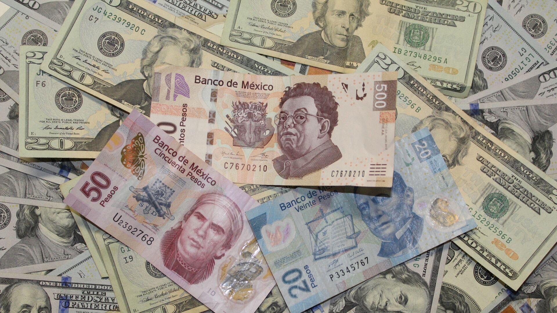 Pesos mexicanos y dólares - Sputnik Mundo, 1920, 12.08.2021