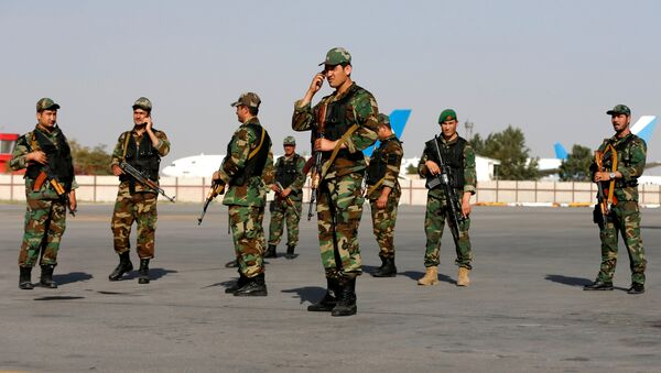 Militares en el aeropuerto de Kabul - Sputnik Mundo