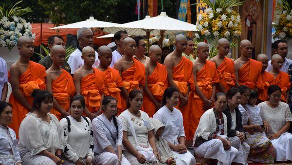 Los niños de la cueva de Tailandia se ordenan como novicios de Buda - Sputnik Mundo