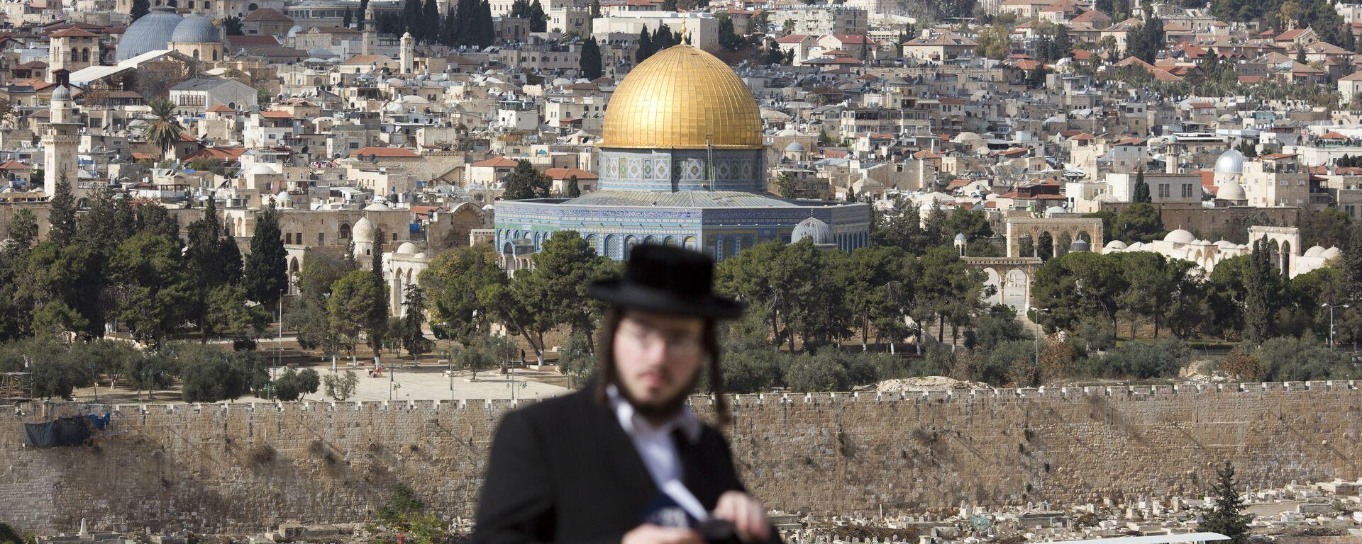 Un judío cerca de la Cúpula de la Roca en Jerusalén - Sputnik Mundo, 1920, 03.03.2021
