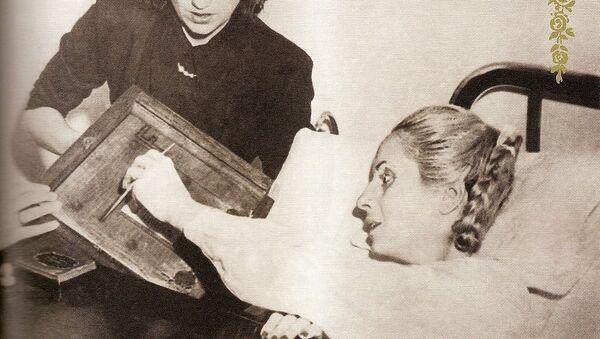 Eva Perón, ya enferma, vota en el hospital - Sputnik Mundo