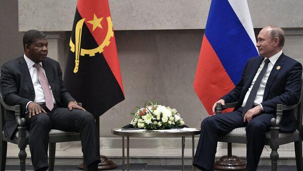 Presidente de Angola, Joao Lourenco, y su homólogo ruso, Vladímir Putin, en la cumbre de los BRICS en Sudáfrica - Sputnik Mundo
