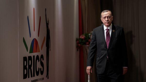 El presidente de Turquía, Recep Tayyip Erdogan, durante la cumbre de los BRICS en Johannesburgo - Sputnik Mundo
