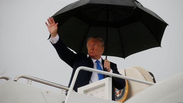 El presidente de EEUU, Donald Trump, aborda el Air Force One - Sputnik Mundo
