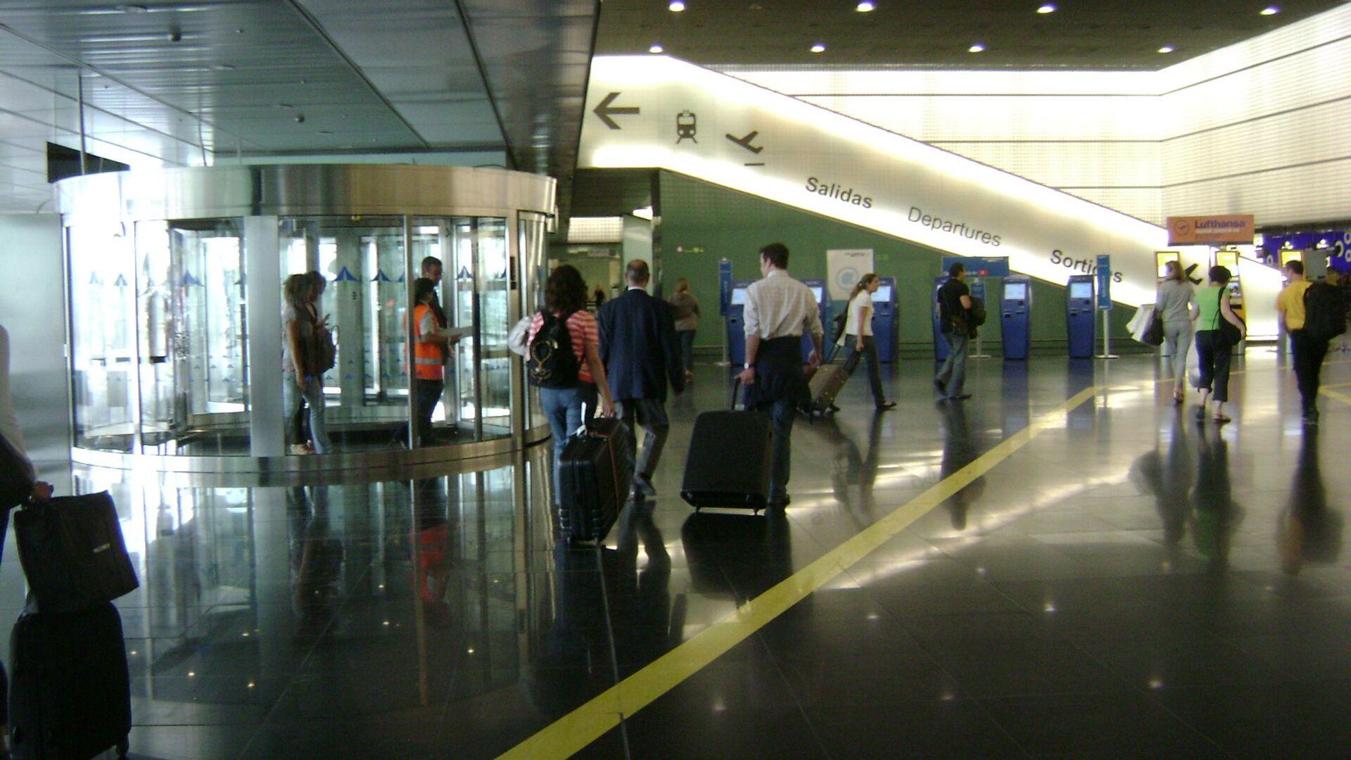 El aeropuerto de Barcelona, España - Sputnik Mundo, 1920, 03.08.2021