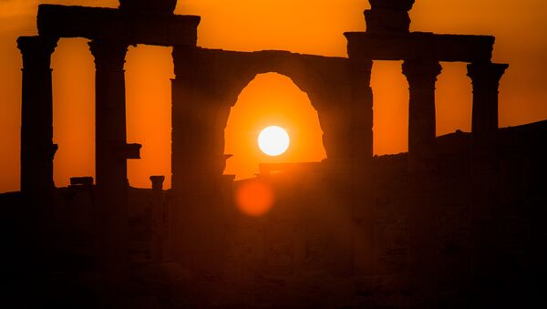 Ruinas de Palmira bañadas en la luz del sol - Sputnik Mundo