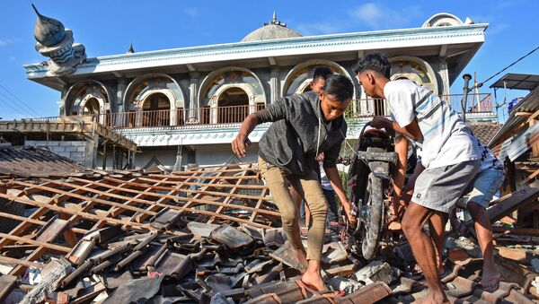 El terrorífico, destructor y mortal terremoto que ha devastado Indonesia - Sputnik Mundo