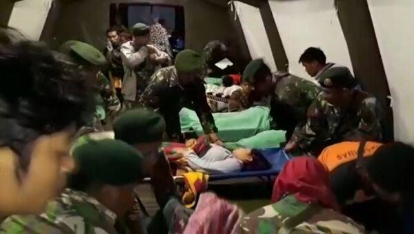 Un terremoto arrasa Indonesia (fuertes imágenes) - Sputnik Mundo
