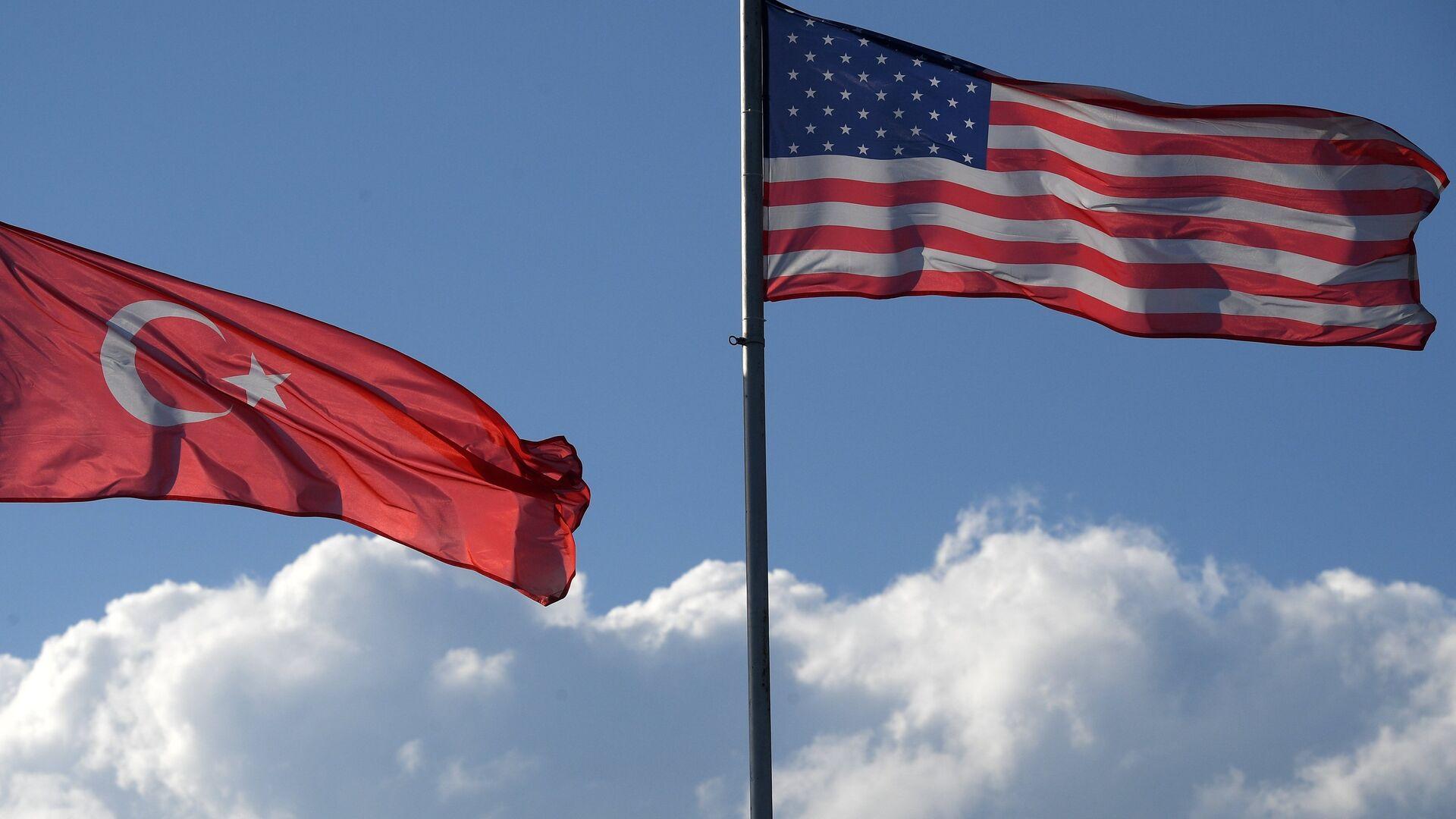 Las banderas de Turquía y EEUU - Sputnik Mundo, 1920, 11.02.2021