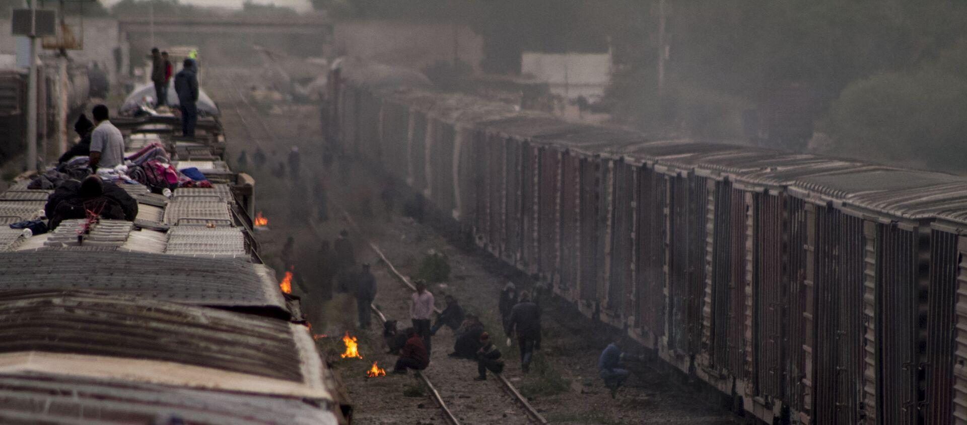Migrantes esperan la salida de La Bestia en México - Sputnik Mundo, 1920, 07.08.2018