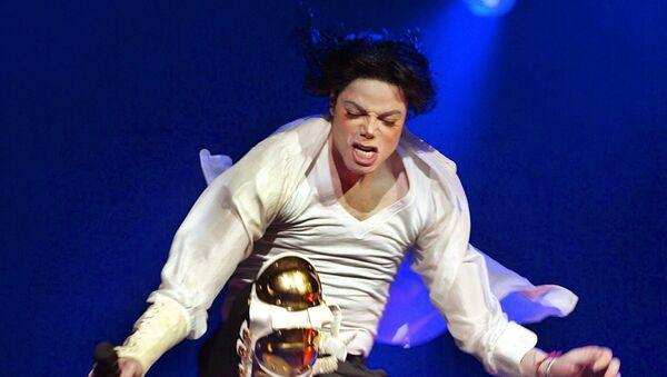 Cantante estadounidense Michael Jackson durante un concierto (archivo) - Sputnik Mundo