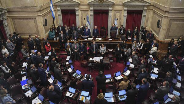 El Senado argentino durante el debate sobre la legalización del aborto - Sputnik Mundo