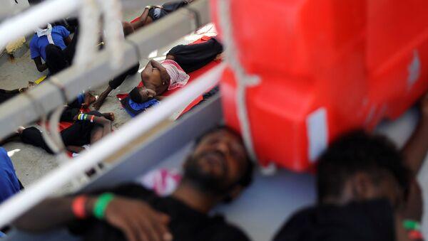 Migrantes en el barco de rescate Aquarius - Sputnik Mundo