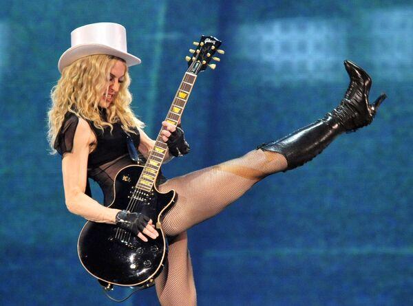 Madonna en un concierto de su gira mundial 'Sticky and Sweet' en Dusseldorf, Alemania, en 2008 - Sputnik Mundo