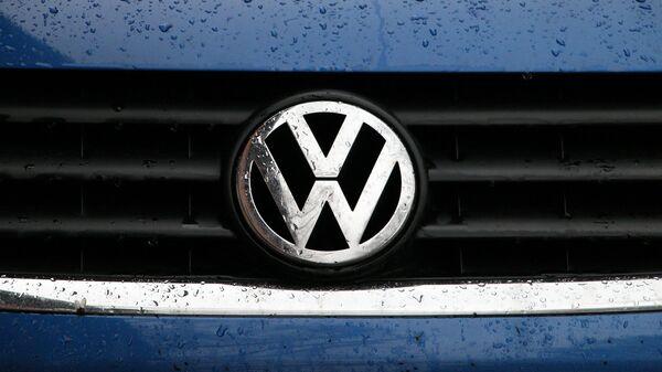 Un logo de Volkswagen - Sputnik Mundo