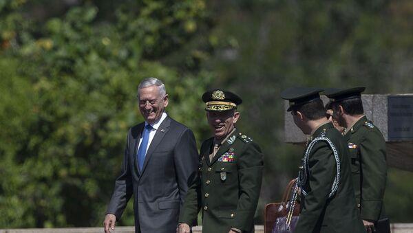 El secretario de Defensa de EEUU, James Mattis, en Brasil - Sputnik Mundo