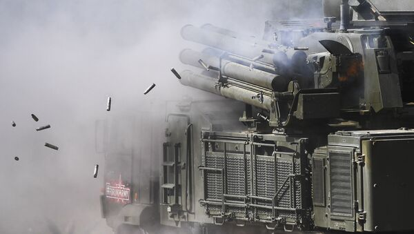 Sistema de misiles y de armas de artillería antiaérea Pantsir-S1 - Sputnik Mundo