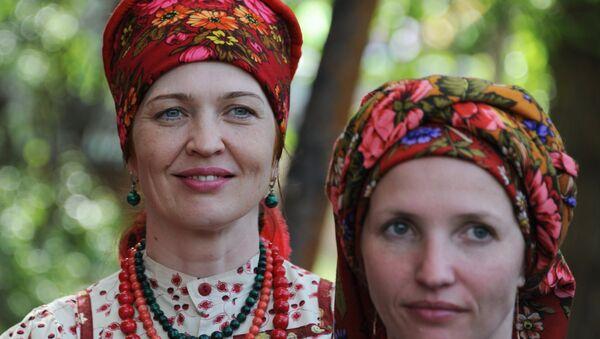 Mujeres de la comunidad de viejos creyentes (imagen referencial) - Sputnik Mundo