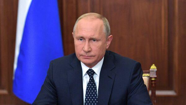 El presidente de Rusia, Vladímir Putin, explica en un mensaje televisado sus propuestas para la reforma en la edad de jubilación. - Sputnik Mundo