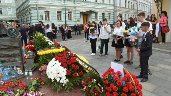 Homenaje a las víctimas de la tragedia en Beslán - Sputnik Mundo