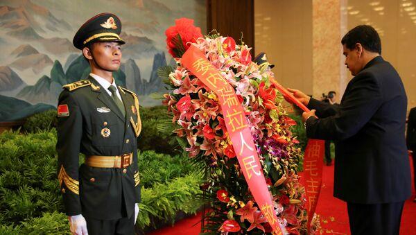Nicolás Maduro en China deja una ofrenda en el mausoleo de Mao Zedong - Sputnik Mundo