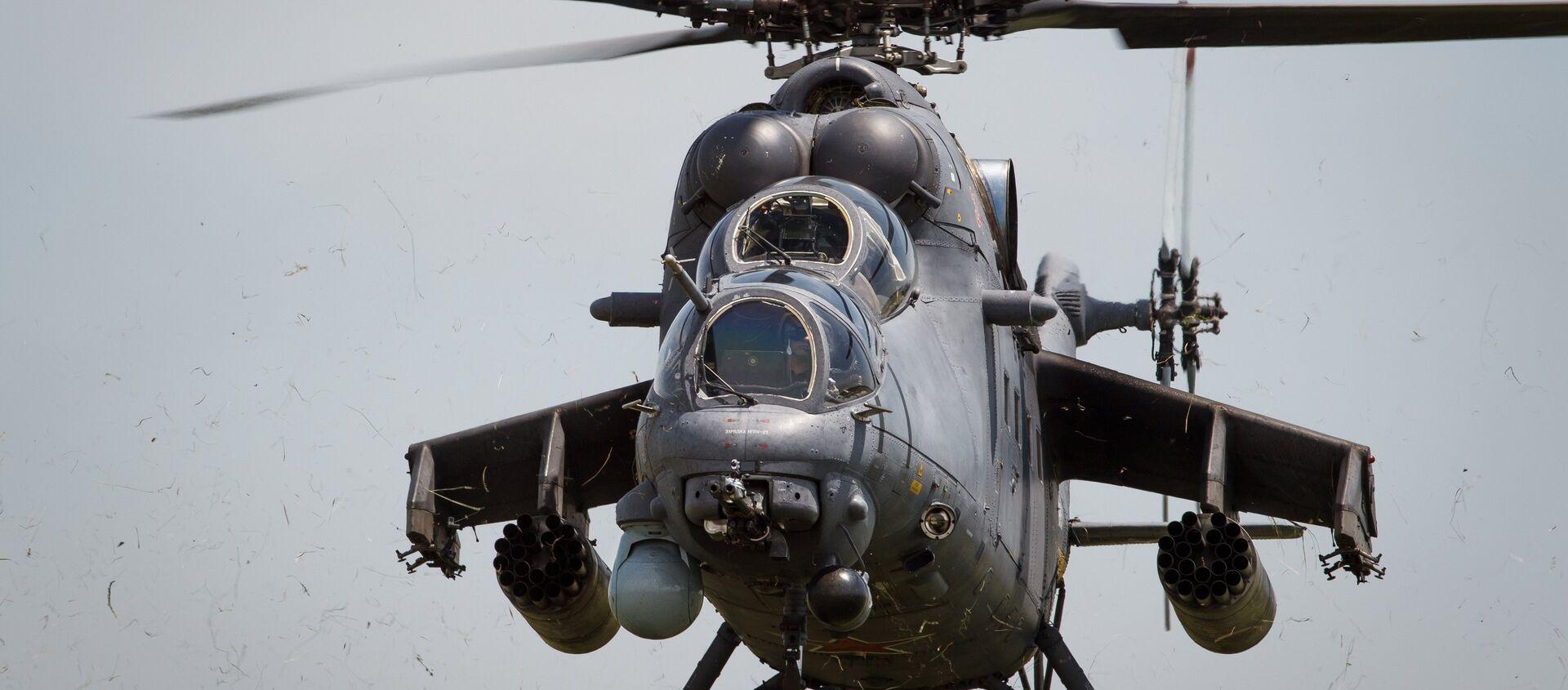 Mi-35M helicopters on training flights in Krasnodar Territory - Sputnik Mundo, 1920, 24.12.2020