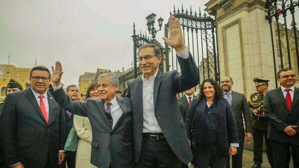 Martín Vizcarra, presidente de Perú junto al vicepresidente César Villanueva. - Sputnik Mundo