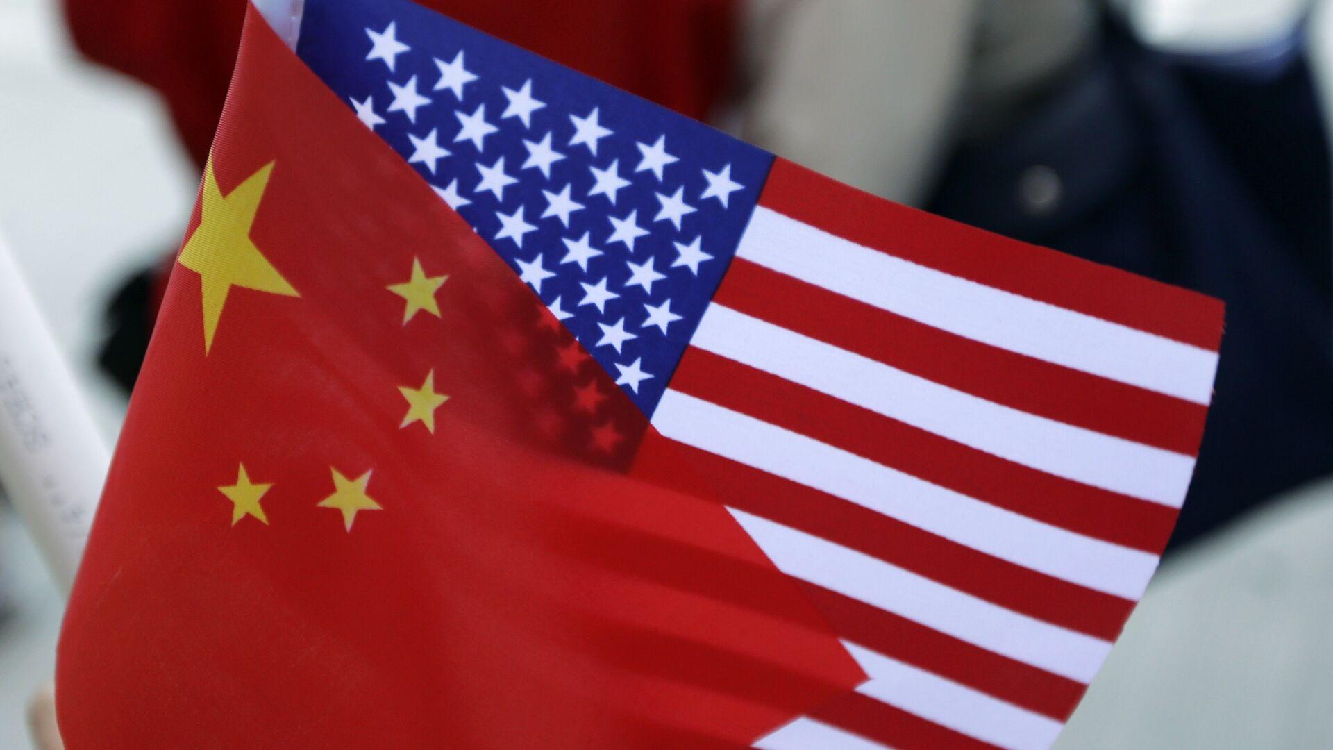 Banderas de China y EEUU - Sputnik Mundo, 1920, 20.03.2021