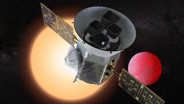 Un concepto del TESS orbitando un planeta y su estrella - Sputnik Mundo