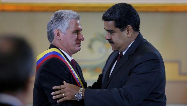 El presidente de Cuba, Miguel Díaz-Canel, junto a su homólogo venezolano, Nicolás Maduro (archivo) - Sputnik Mundo