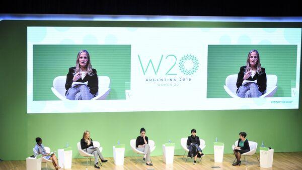 Un panel del W20 en Argentina - Sputnik Mundo