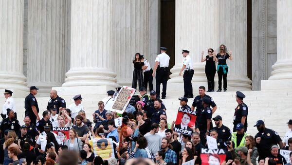 Protesta contra el nombramiento de Kavanaugh en Washington - Sputnik Mundo