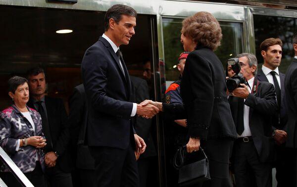 El presidente del Gobierno español, Pedro Sánchez, y la reina consorte de España, Sofía, asisten el funeral de la soprano Montserrat Caballé - Sputnik Mundo