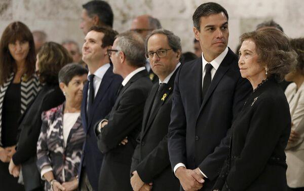El presidente de la Generalitat, Quim Torra, el presidente del Gobierno español, Pedro Sánchez y la reina Sofía - Sputnik Mundo