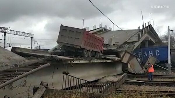 Así se derrumbó un puente sobre la vía principal del Transiberiano - Sputnik Mundo