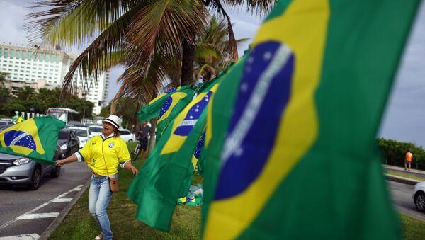 Banderas de Brasil durante elecciones presidenciales - Sputnik Mundo