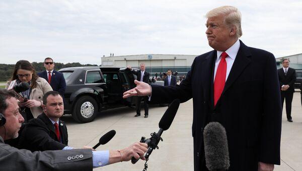El presidente de los Estados Unidos, Donald Trump, habla con los periodistas sobre la liberación del pastor Brunson - Sputnik Mundo