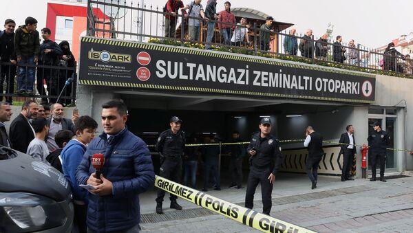Policía turca cerca del lugar del hallazgo de un coche sospechoso del Consulado saudí en Estambul - Sputnik Mundo