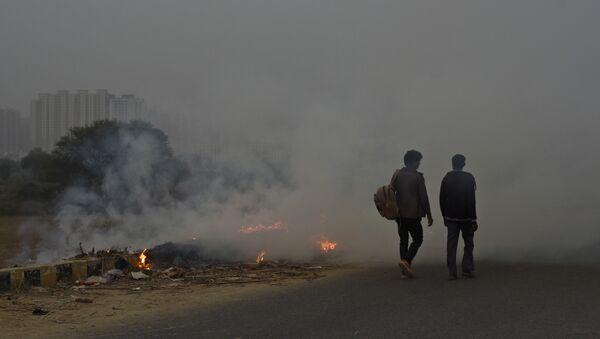 El humo en las calles de la India - Sputnik Mundo